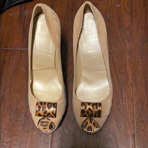 Stuart Weizmann beige open toed heels